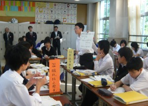 パフォーマンス課題に関する話し合いの様子 提供:三藤あさみ先生(横浜市)